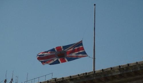 İngiltere Başkonsolosluğunda bayrak yarıya indirildi