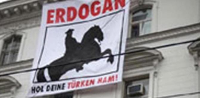 Türk Büyükelçiliği'ne çirkin pankart
